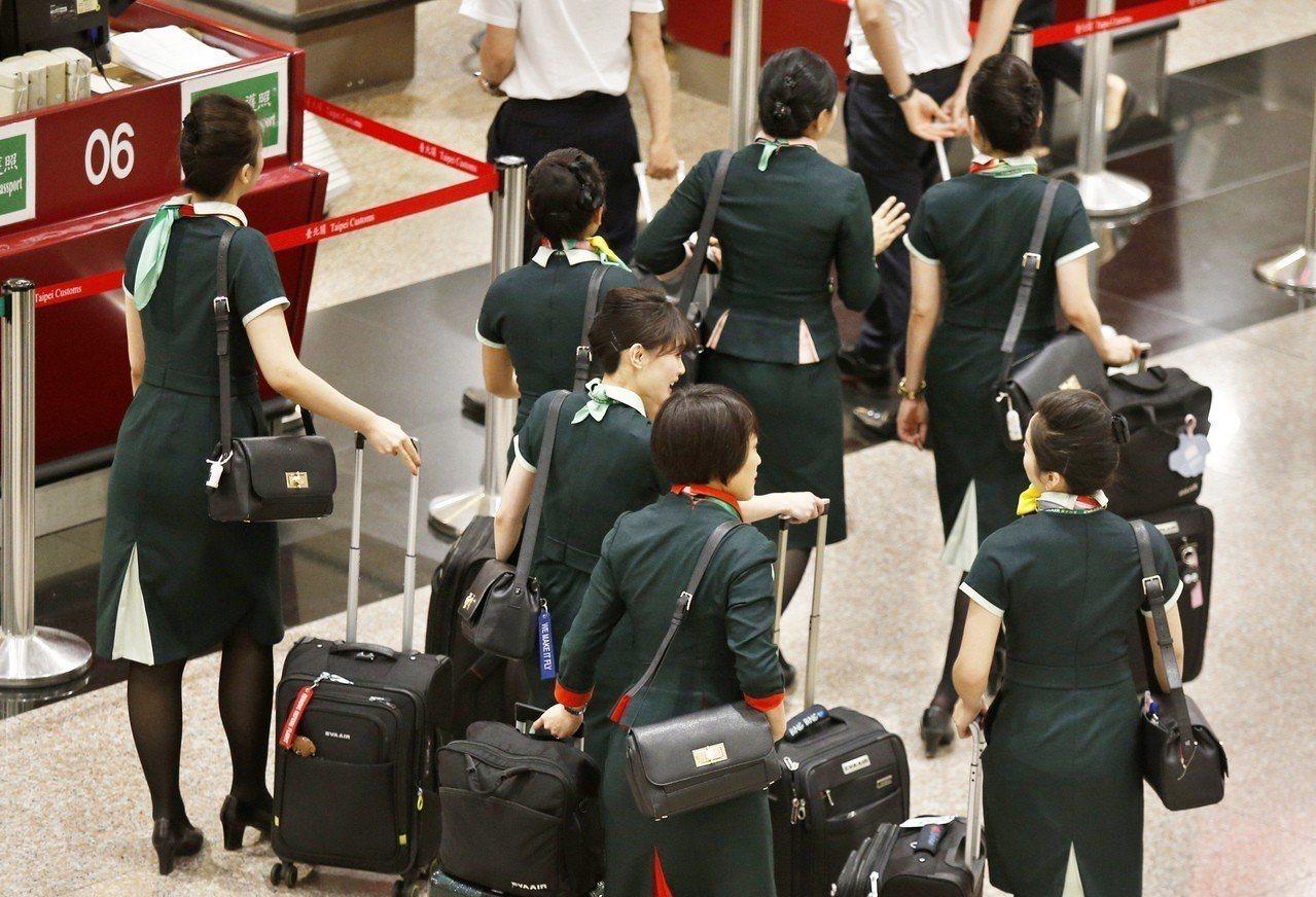 長榮航空空服員即將進行罷工投票,旅行業者要求要有罷工預告期。 本報資料照片
