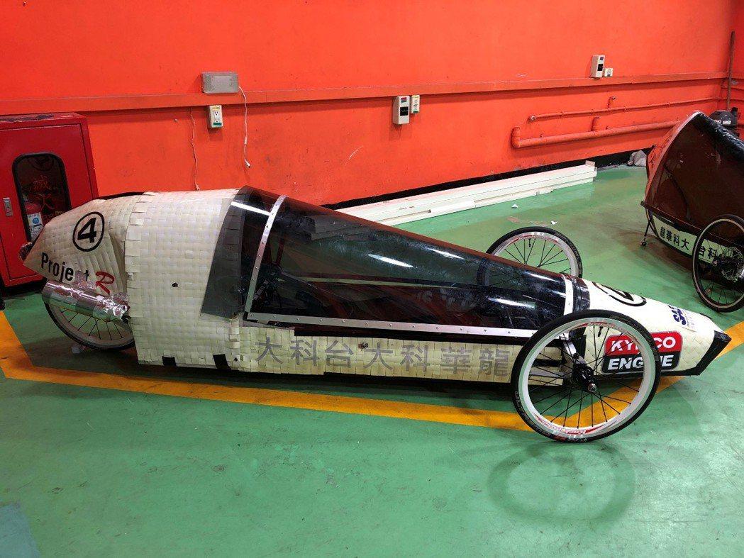 龍華科大省油車隊「Project R」,車殼以回收的鋁百葉窗簾編織打造,榮獲最佳...