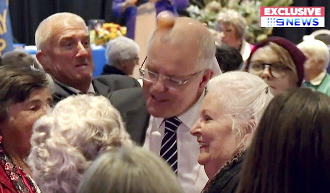 澳洲總理莫里森遭蛋襲打中頭蛋竟沒破。 美聯社