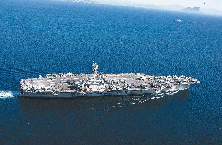 美國已派遣林肯號航空母艦前往波斯灣。 路透