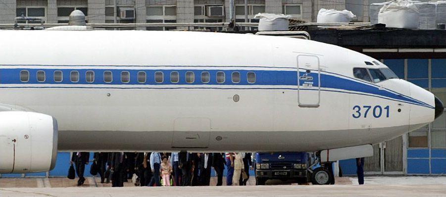 2005年陳致中娶妻,陳水扁及家人和隨扈在松山機場搭乘空軍一號前往台中參加文定。...