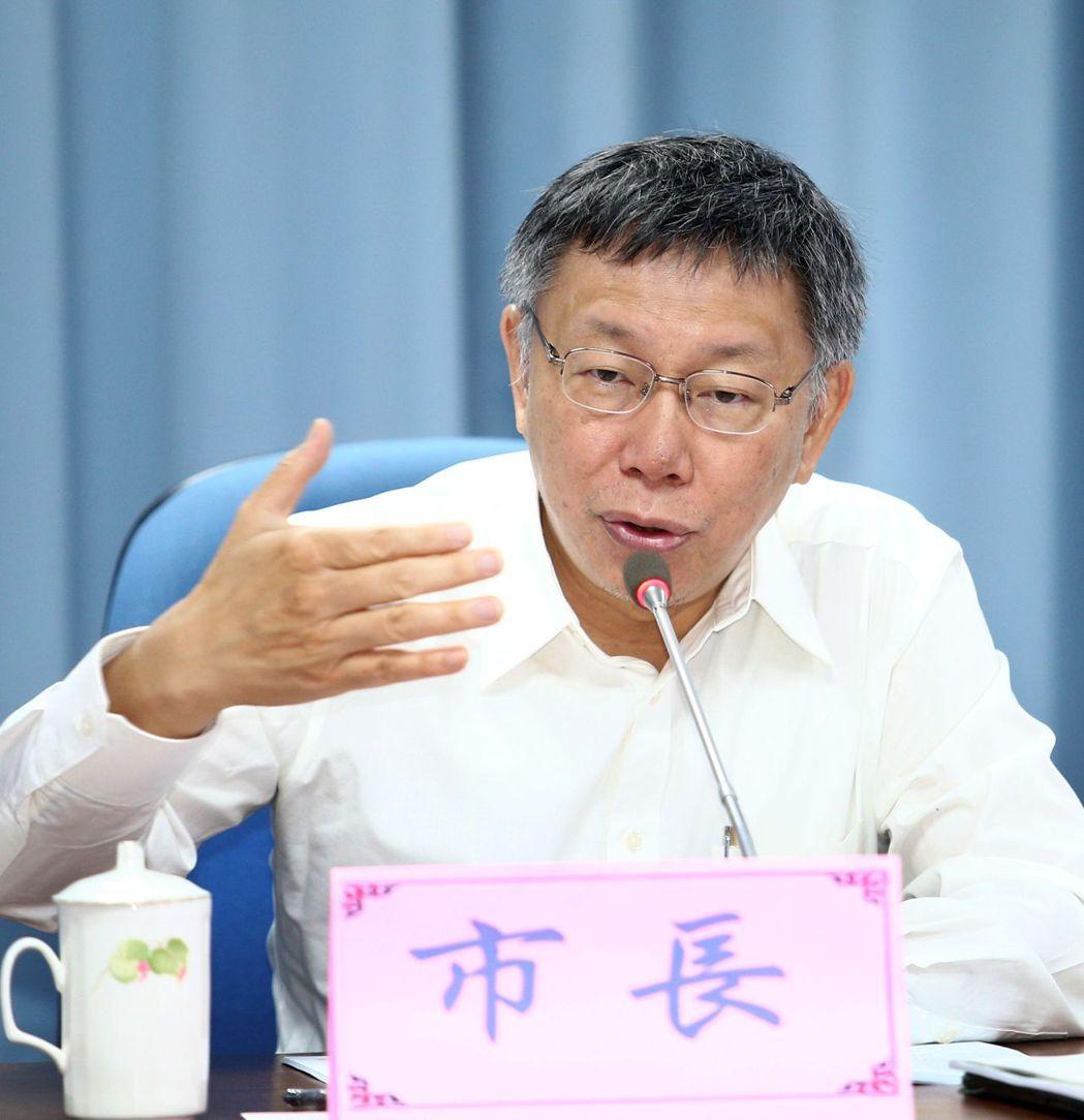 台北市研考會日前公布市長柯文哲就職民調,遭藍綠議員質疑公器私用,讓北市府成柯P競...