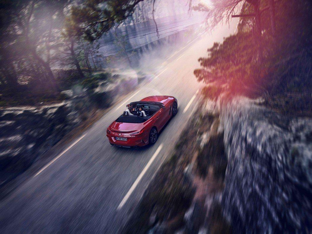 全新BMW Z4 M40i只需4.5秒就能完成0 -100kmh加速,狂野性能一...