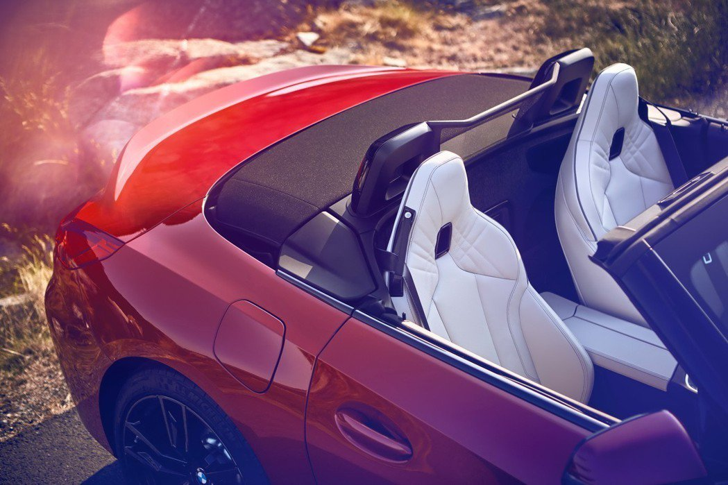 一體式筒形設計的M款跑車座椅。 圖/汎德提供