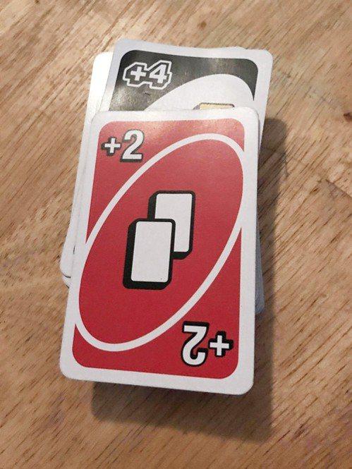 有網友反應,有一次玩遊戲時大家一路疊加,最後他得抽30張牌...
