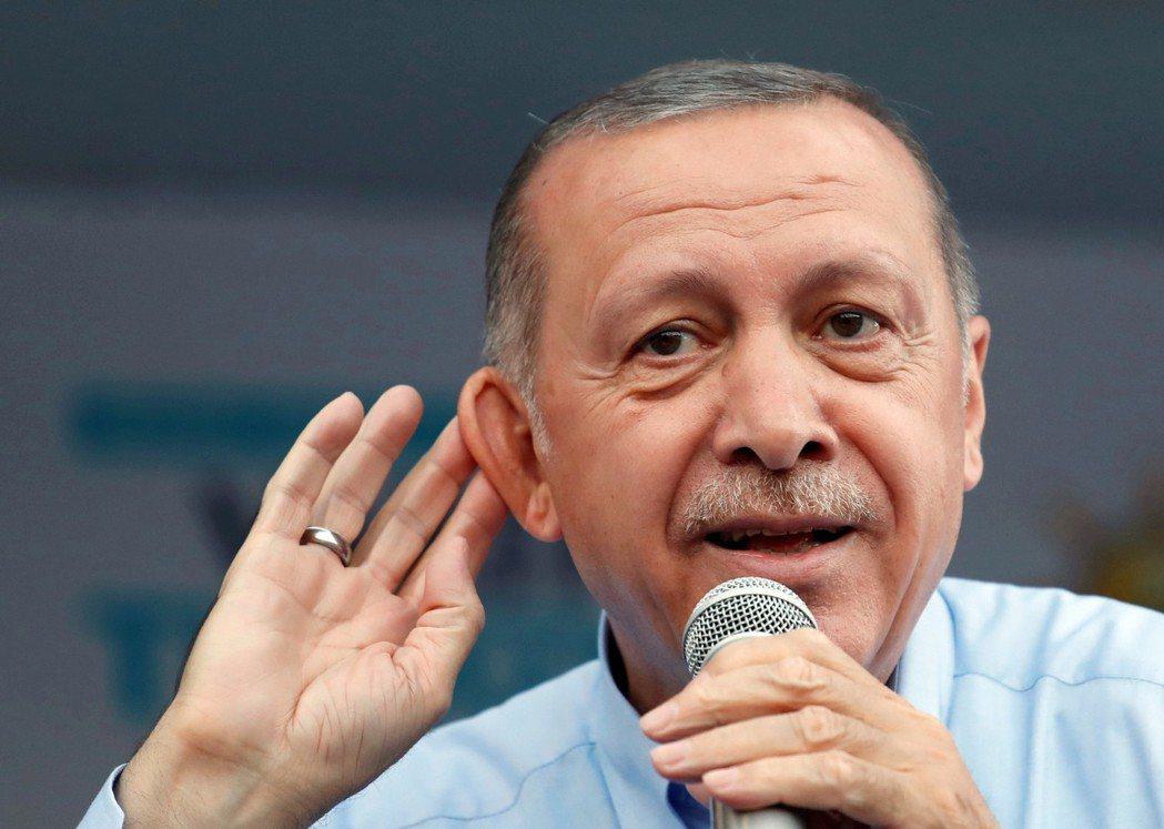「大聲點我聽不見,我說你不算。(設計對白)」伊瑪莫魯與AKP候選人葉德仁,得票數...