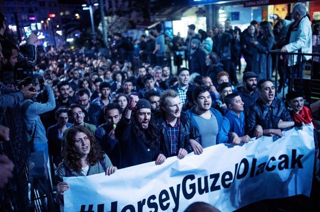 「#herşeyçokgüzelolacak,一切都會很好的。」YSK的決定被批...