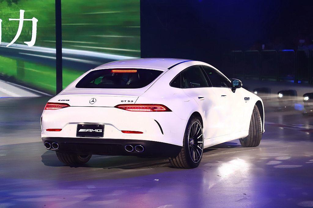 從Mercedes-AMG GT 4-Door Coupe車尾可輕易的辨識出AM...