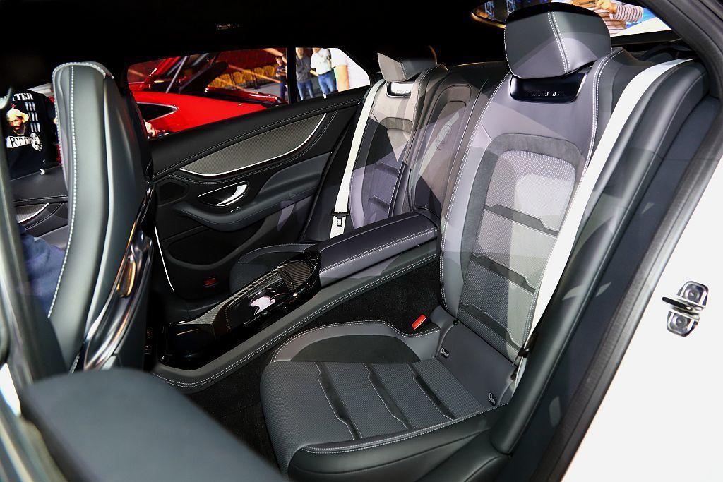 Mercedes-AMG GT 4-Door Coupe後座標配獨立二人座椅,亦...