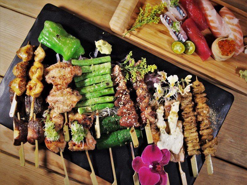 (圖/台灣旅行趣) ▲18串的拼盤中肉類與蔬菜都有,可以輕鬆吃到招牌菜的懶人點法