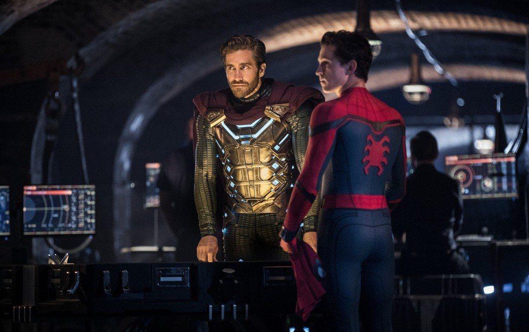 傑克葛倫霍(左)與湯姆霍蘭德在「蜘蛛人:離家日」有精彩對手戲。圖/索尼提供