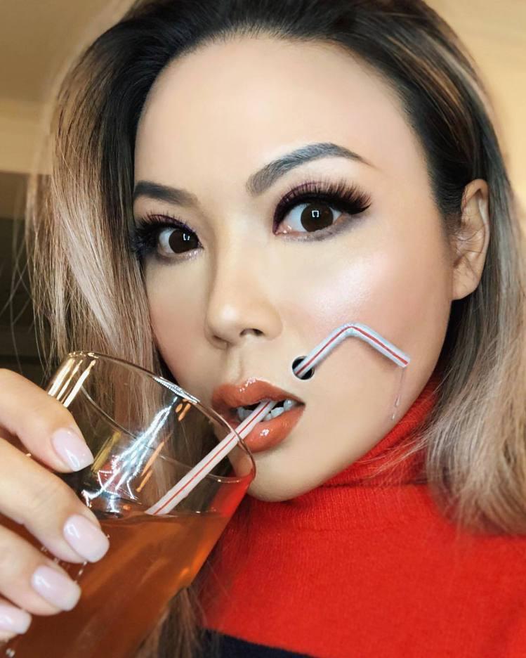 來自溫哥華的華裔彩妝師Mimi Choi擅長超現實3D妝容,近幾年憑藉各種視覺強...