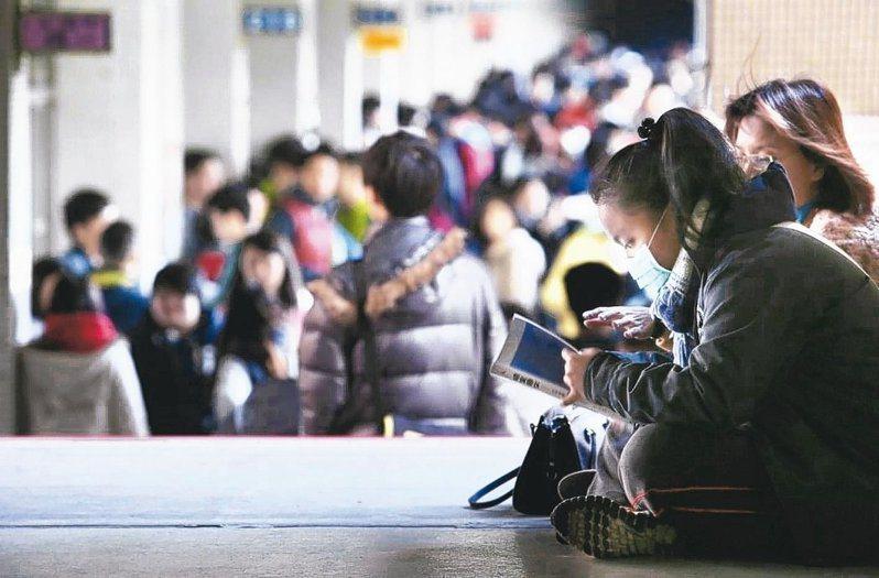 大學甄選入學委員會表示,今年各大學招生校系數有2092個,各大學招生名額總數5萬8437個,計有5萬9621人符合登記資格,較去年5萬2142人,增加7479人。本報資料照片