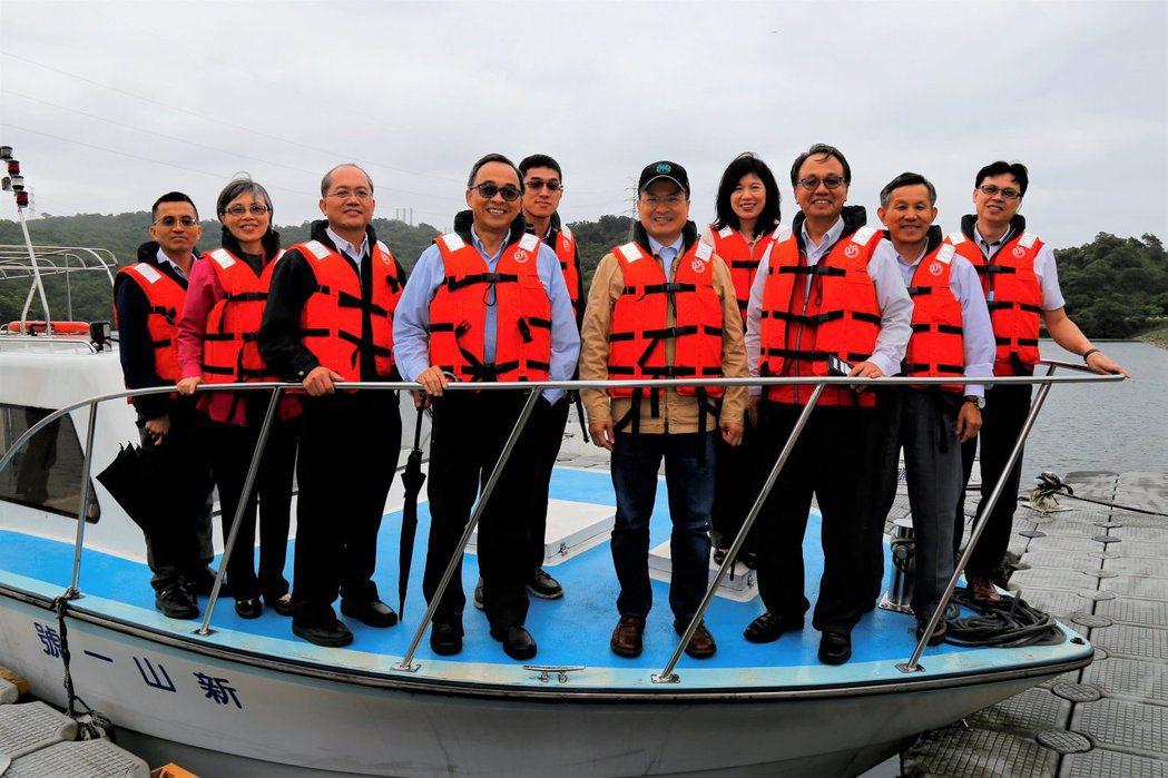 自來水公司董事長魏明谷巡視水公司第一區管理處,他說,今年夏季基隆、新北市汐止區可...