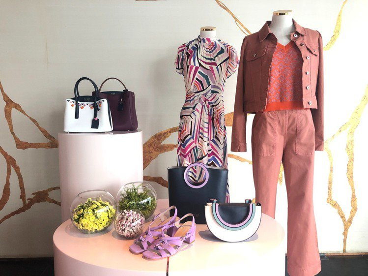 Kate Spade發表的全新夏日系列以服裝和包款搭出色彩豐富的層次。記者楊詩涵...