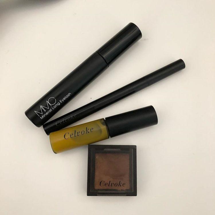 梨花在IG分享自己愛用的美妝品,4款商品中,3款都是Celvoke,而且還重複出...