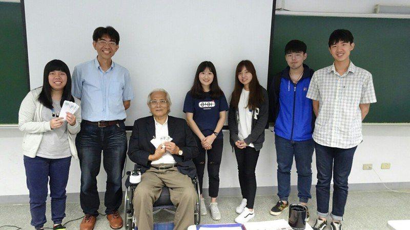 漸凍人協會理事長林詠沂至靜宜大學以「永不放棄」為題跟學生分享人生哲學。圖/靜宜大學提供
