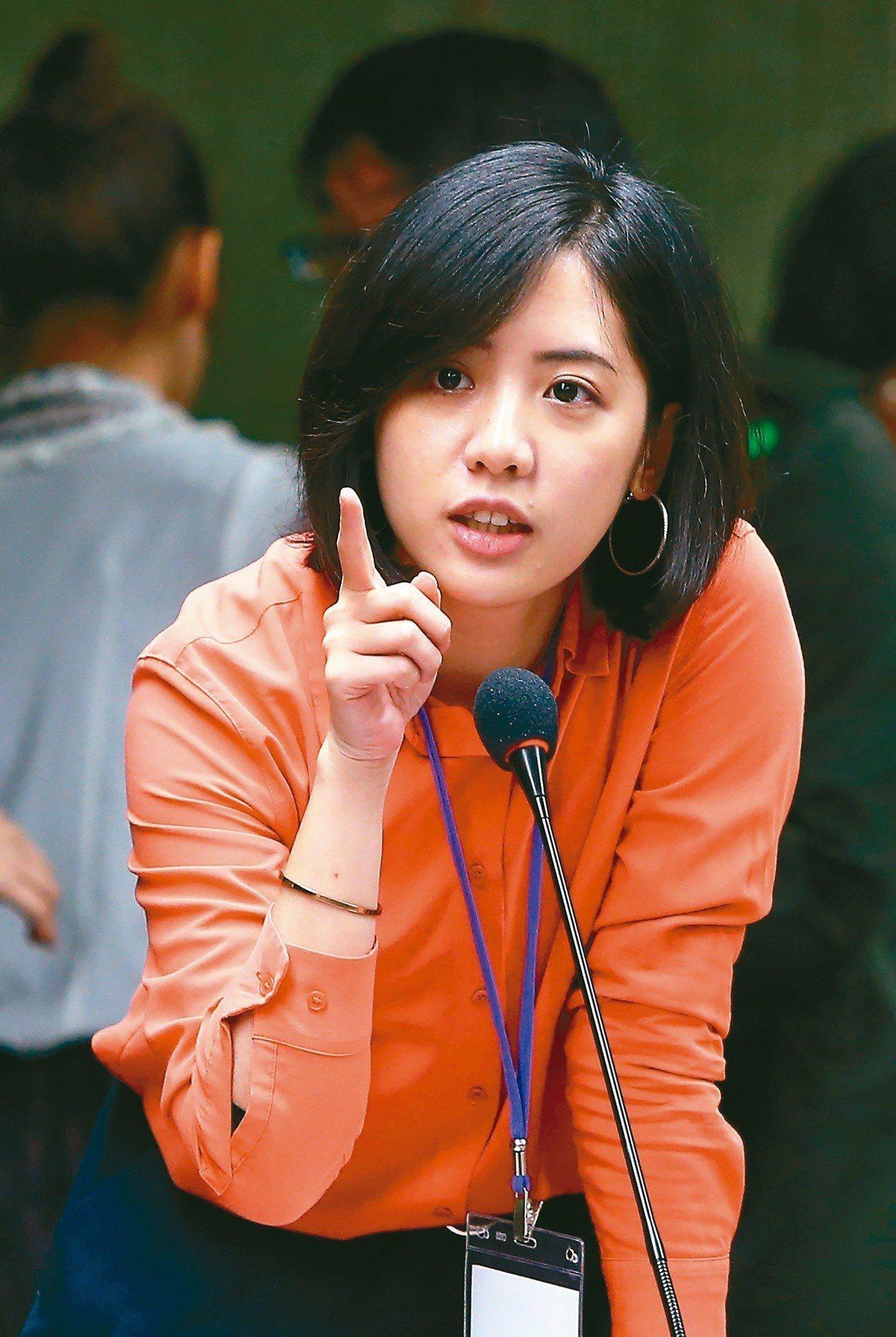韓冰、學姊、蔡英文大考驗,民進黨台北市議員王世堅最後選了她,還送她4個字:「誤入...