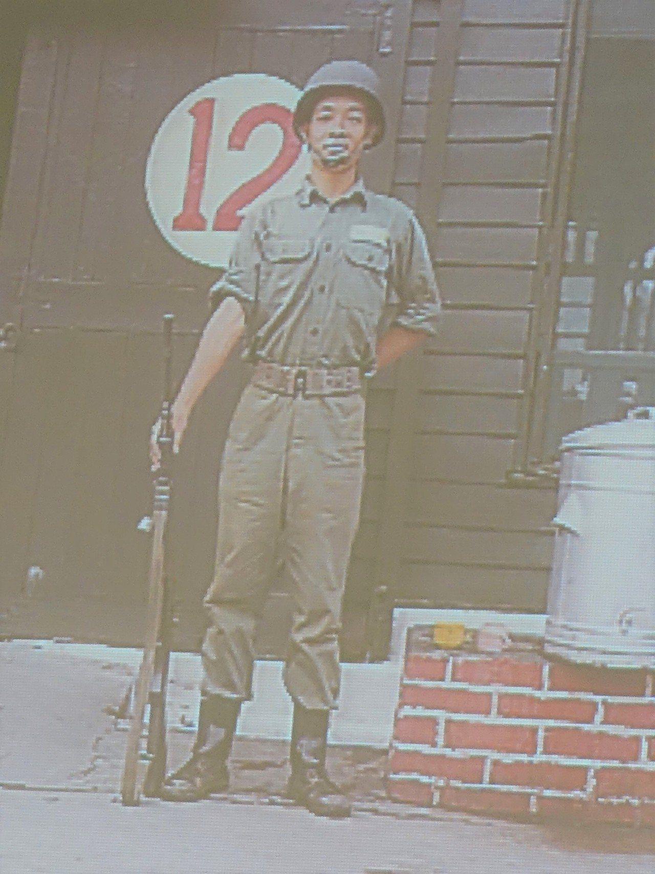 這是賴清德當兵時的青澀模樣。記者翁禎霞/翻攝
