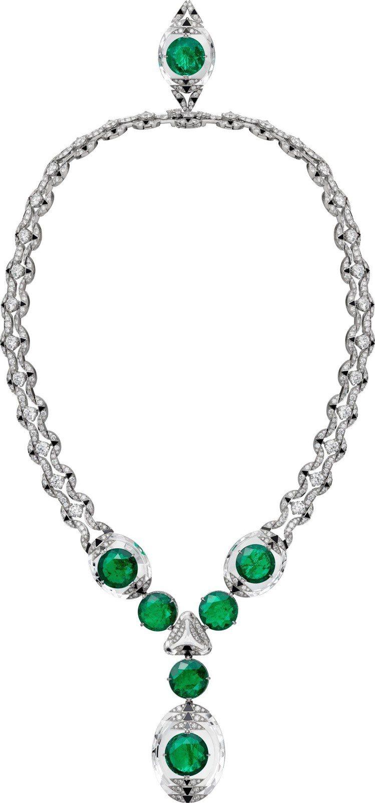 莉莉柯林斯配戴的卡地亞Magnitude頂級珠寶系列項鍊,鉑金鑲嵌祖母綠、水晶、...