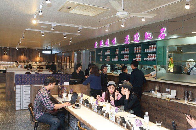 太興茶餐廳約70坪,設有98個座位。記者陳睿中/攝影