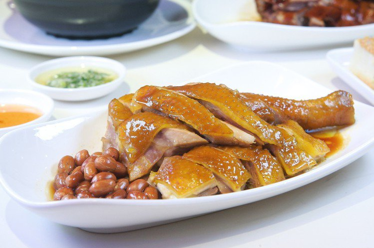 桶子油雞(下牌帶腿),每份318元。記者陳睿中/攝影