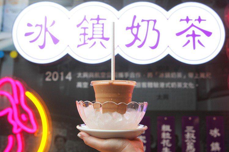 由太興首創的冰鎮奶茶,每杯78元。記者陳睿中/攝影