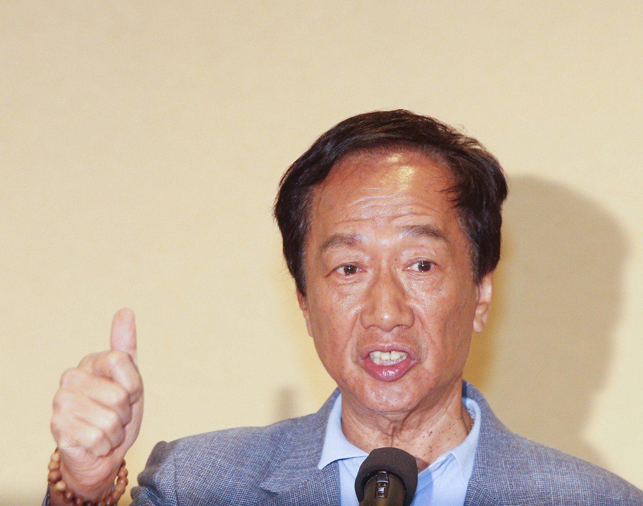 鴻海董事長郭台銘接受天下雜誌專訪表示,針對兩岸問題,他表示自己不會講九二共識,不...