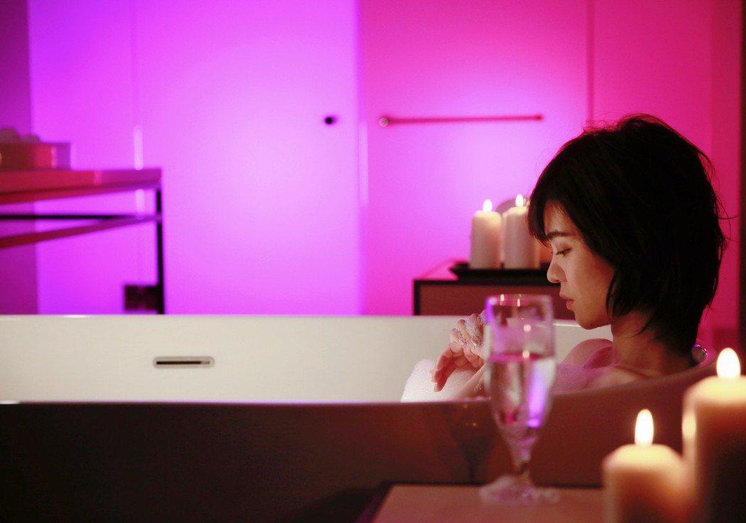 郁可唯突破個人尺度,挑戰泡澡戲。圖/華研提供