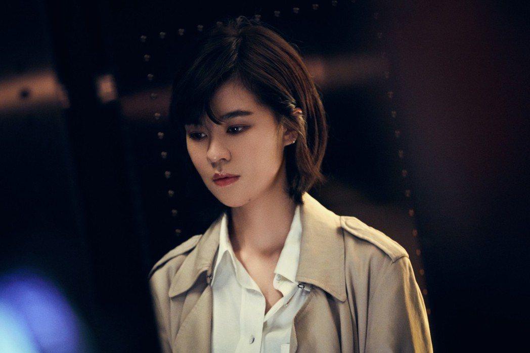 郁可唯拍攝「十年如一日」MV。圖/華研提供