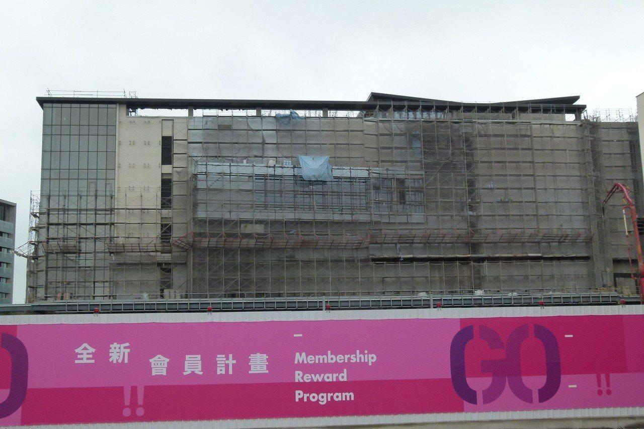 國泰商務城緊鄰華泰名品城2、3期,明年完工啟用。記者鄭國樑/攝影