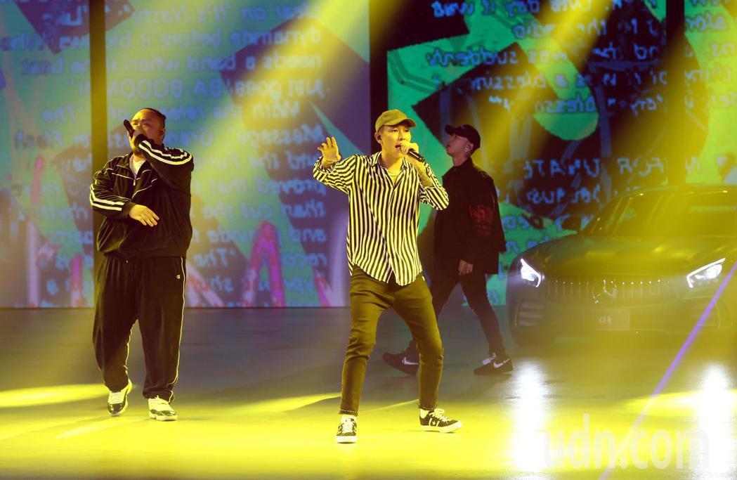 嘻哈天團頑童MJ116出席開場,帶動氣氛。記者林俊良/攝影