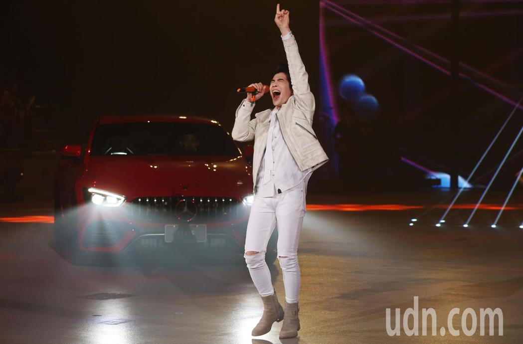 蕭敬騰出席賓士-AMG GT 4-Door Coupé極速再臨上市盛典,爆發熱力...