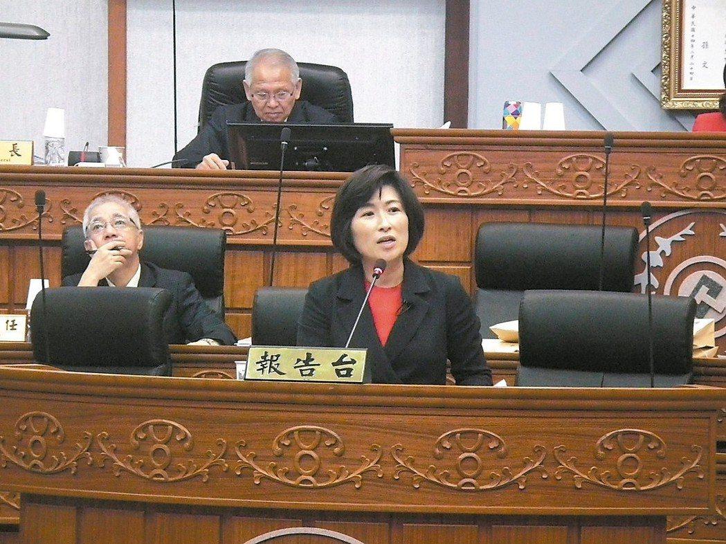 台東縣長饒慶鈴(右)昨在縣議會施政報告表示,台東獲中央補助1.2億元經費,今年馬...