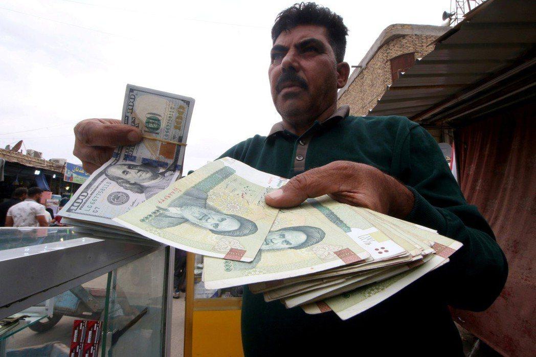 受美國制裁影響,伊朗貨幣里亞爾嚴重貶值。 (路透)