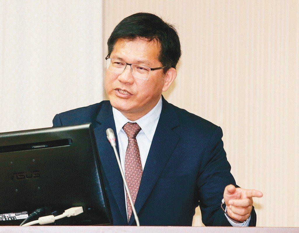 交通部長林佳龍針對長榮罷工案表示,期待勞資雙方繼續協商,善待彼此。 記者鄭清元/...