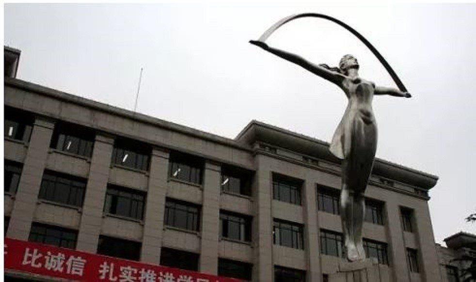長安大學 的「拉麵女神」。圖/取自人民日報社旗下微信公眾號國家人文歷史