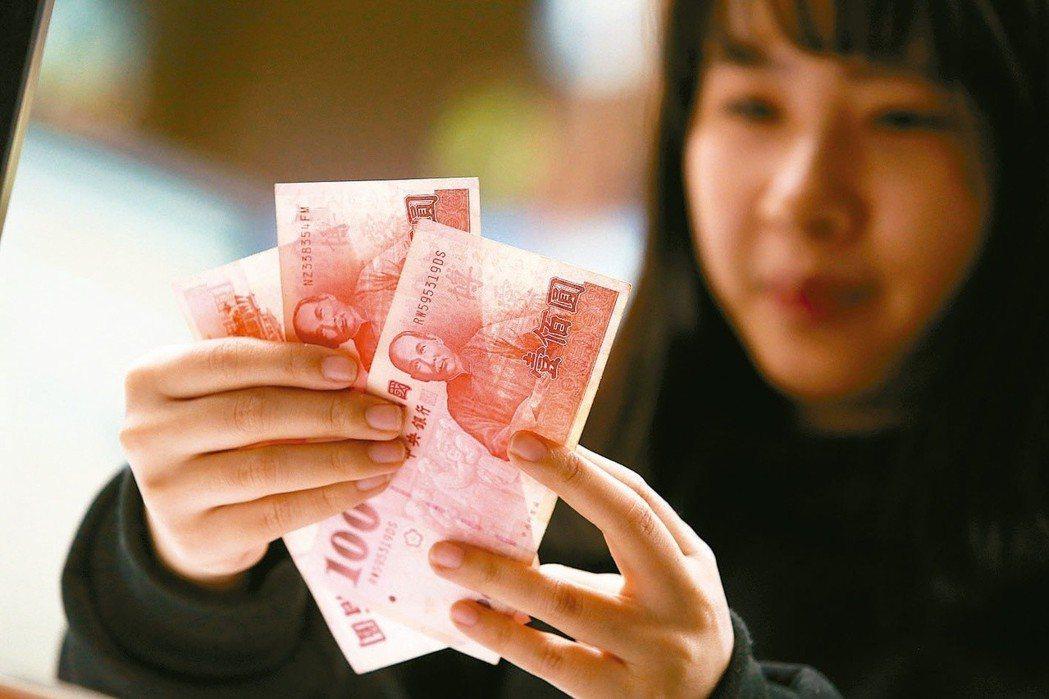 勞工可申請勞動保障卡查詢累計提繳金額及分配狀況。 圖/聯合報系資料照片