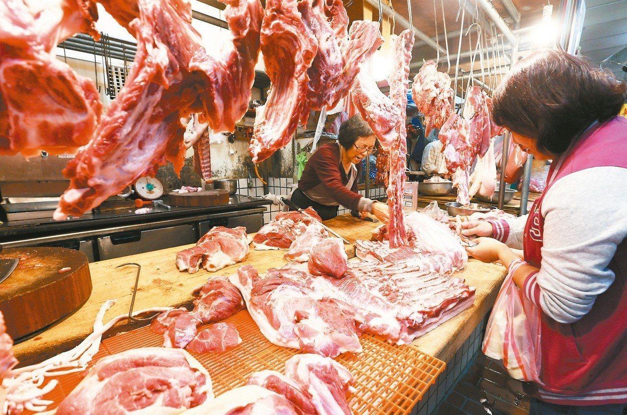 受非洲豬瘟影響,除了國際豬肉價格大漲,台灣豬價也跟著攀升。 記者杜建重/攝影