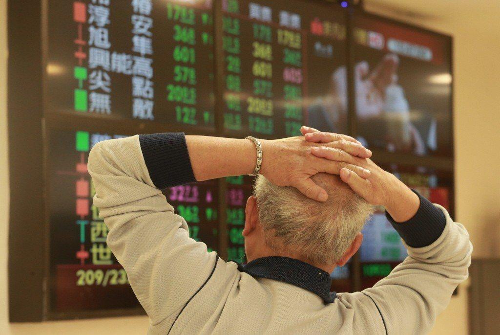 台股危機入市進場時點已經浮現?法人建議觀察五大指標。 記者黃義書/攝影