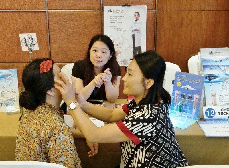 外貿協會「東南亞貿易及布局訪問團」5月2日在吉隆坡舉行洽談會,馬來西亞買主現場體...