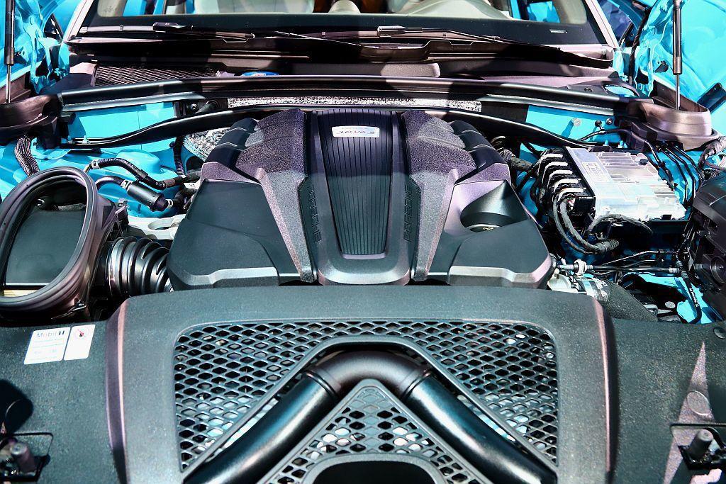 保時捷Macan S配置3.0L V6渦輪增壓引擎,具備354hp最大馬力和48...