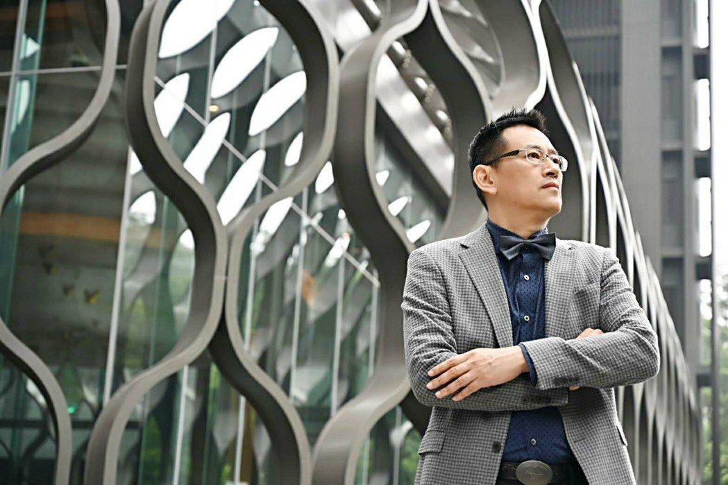 王勝正設計師師法自然,來自淡水河出海口的水筆仔圖騰意象,展現堅毅的生命結構。 大...