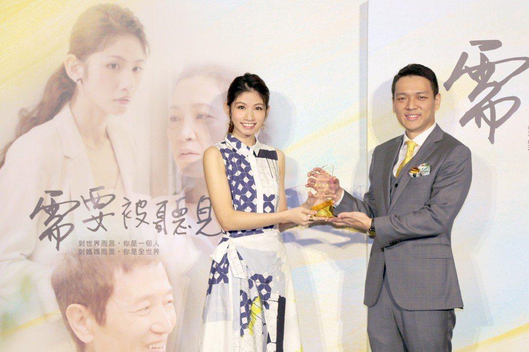 李千那擔任聽力大使_關心媽媽的聽力健康。 科林助聽器/提供。