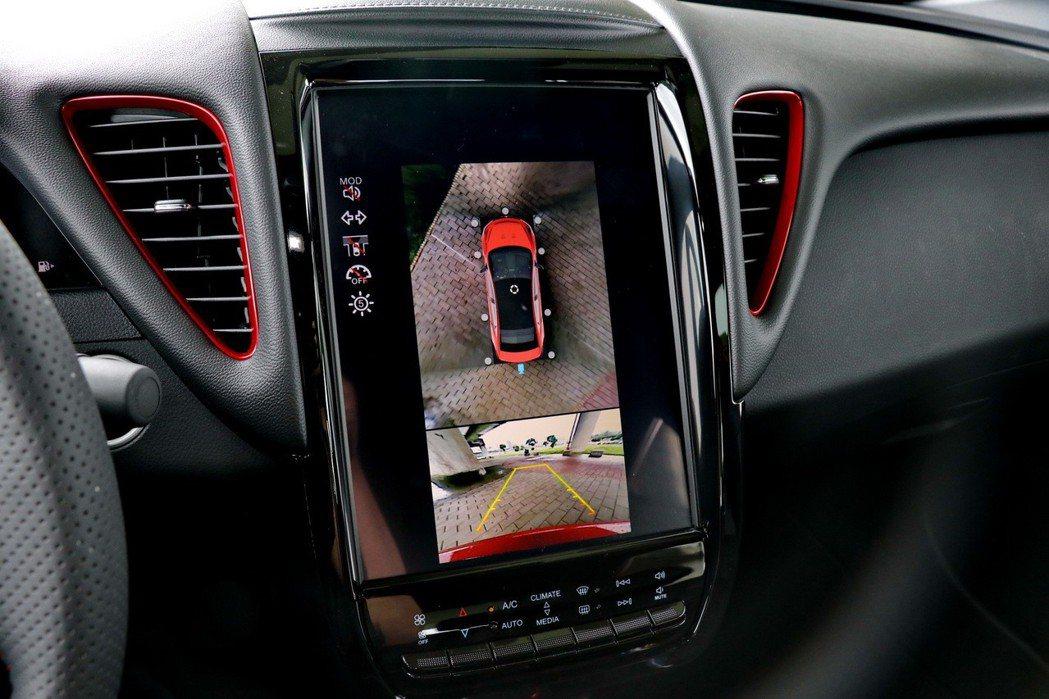 AR Around View+ 環車AR安全影像。 記者陳威任/攝影