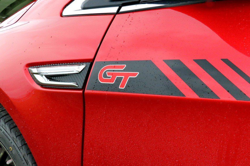 GT字樣車貼。 記者陳威任/攝影