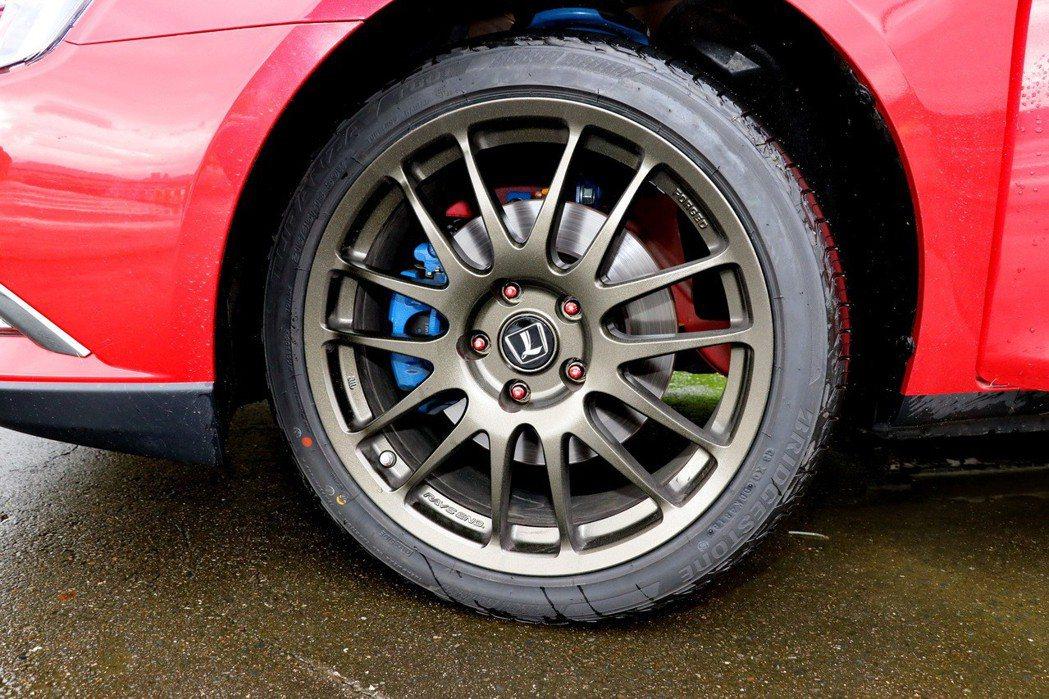 18吋Rays輕量化鍛造鋁圈搭配18吋的Bridgestone Turanza ...