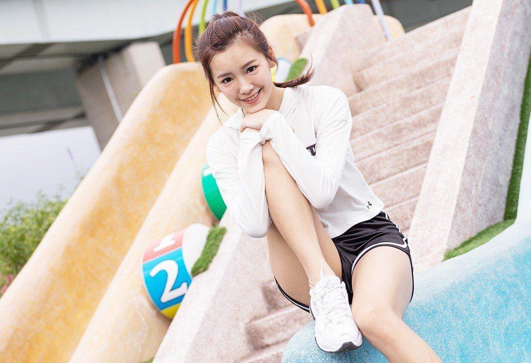 「可樂果女孩」李恩菲甜美活潑外表底下藏著一顆內向害羞的心。攝影/劉千鈺