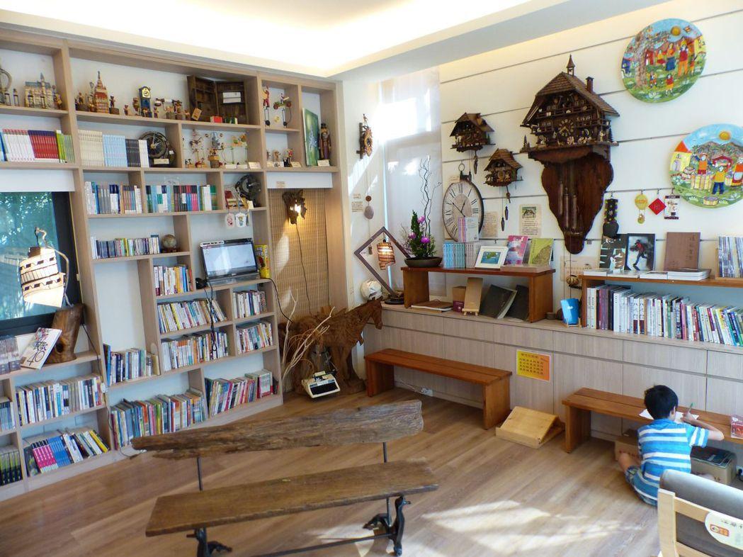 台中市烏日區溪尾里羅布森書蟲房獨立書店特色「借的書比賣的還多」,多達近8000冊...