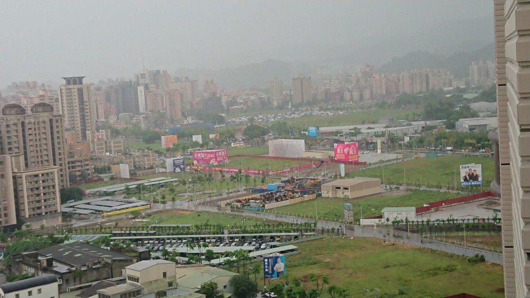 據住展雜誌統計,今年北台灣房市五二零檔推案預估量約為2,211.88億元,較去年...